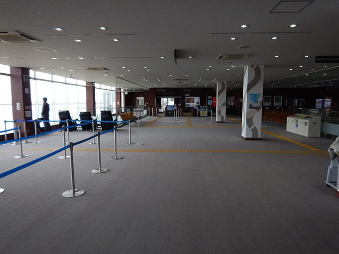 フェリーターミナル入口
