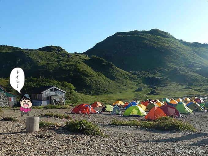 朝日小屋のテント場も混んできた