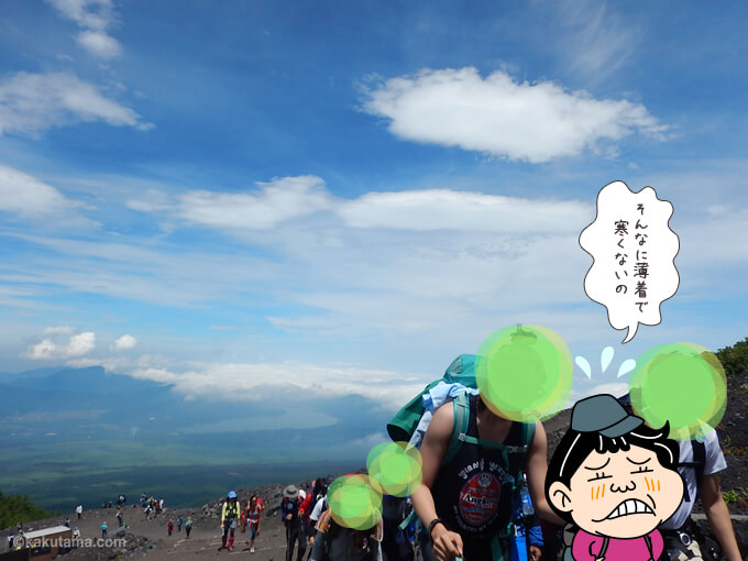 7月で五合目はまだ寒い富士山