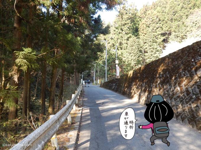陣馬山登山口を目指して歩く
