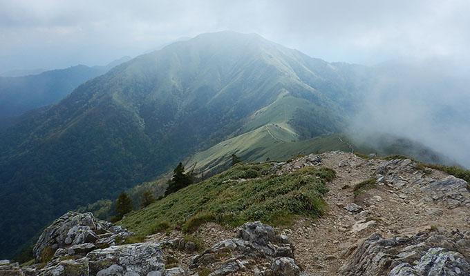 剣山レポ_山頂から続く尾根