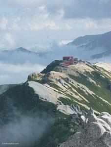 燕岳から燕山荘へ