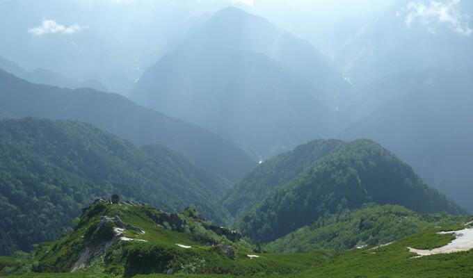 燕岳山頂からの風景3