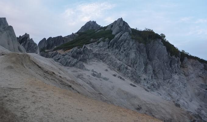 燕岳への白い道