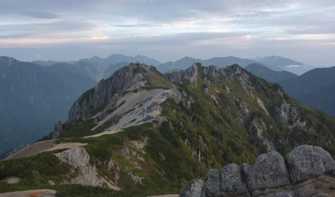 燕岳への稜線歩き