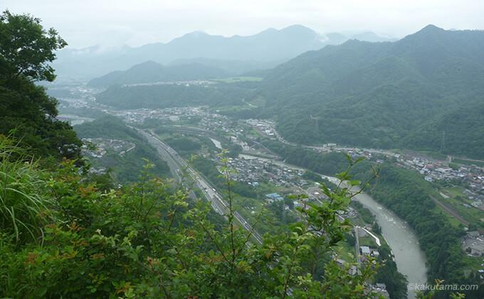 岩殿山山頂から見る幹線道路