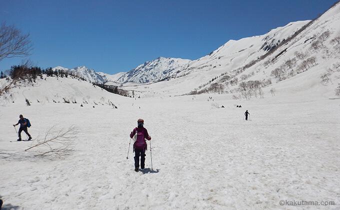 雪原と山々が広がる1