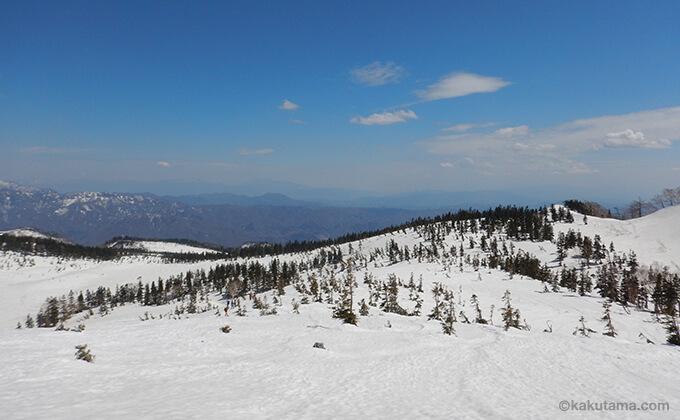 雪原と山々が広がる4