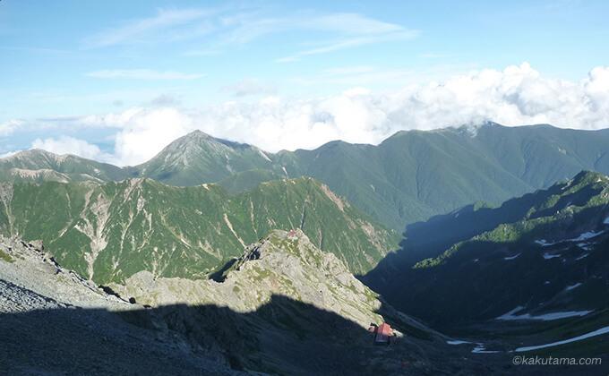 槍ヶ岳山荘から見える山々