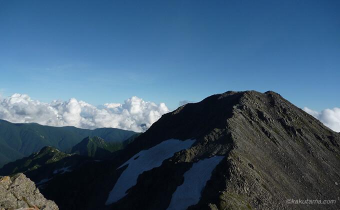 槍ヶ岳山荘のテント場から見える山