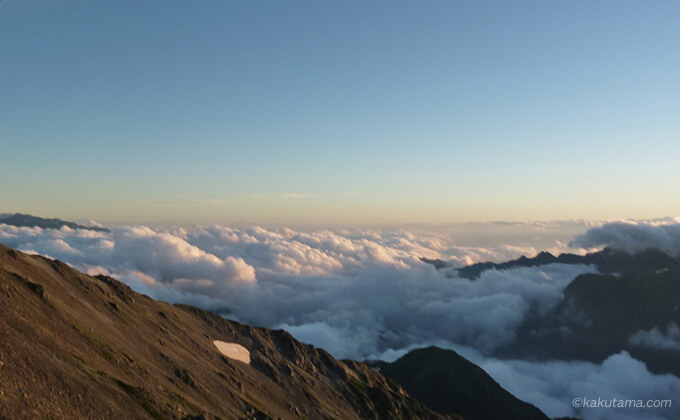雲海に日が沈む