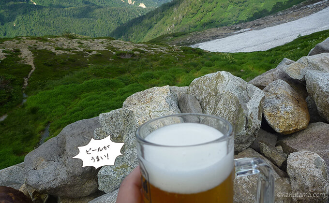 双六小屋でビールを飲む