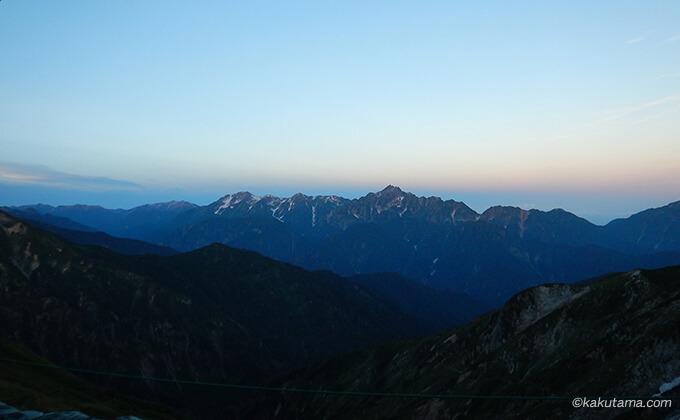 唐松岳山頂山荘から見える山
