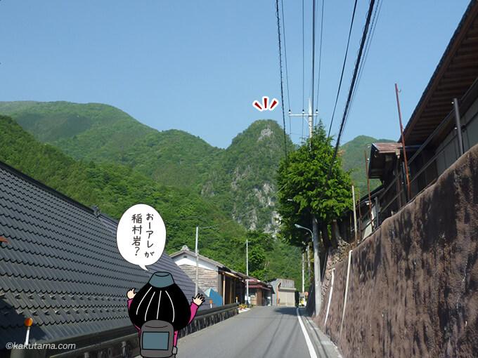 道路から見える稲村岩