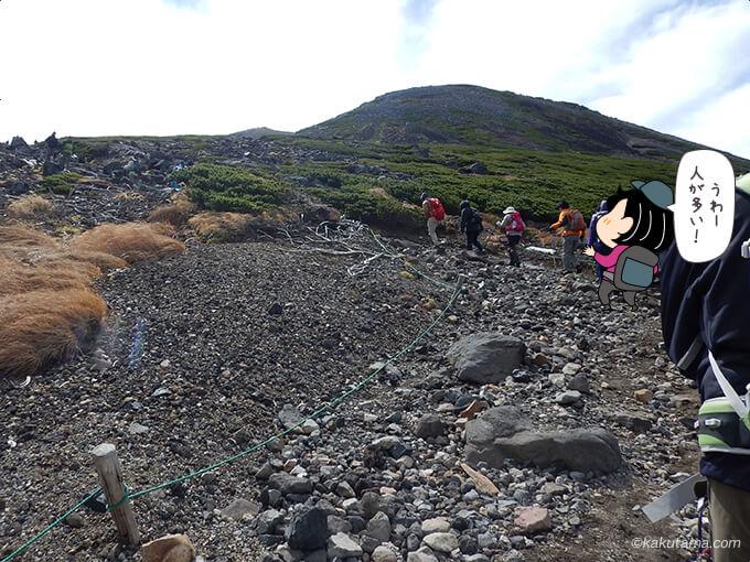 登山道は混んでいる