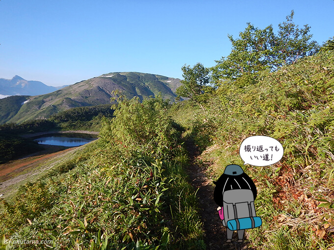 栂海新道から朝日岳を振り返る