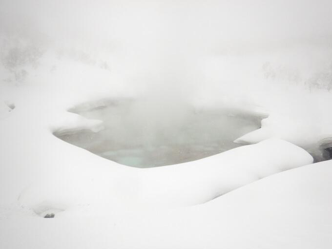 雪秩父の湯釜