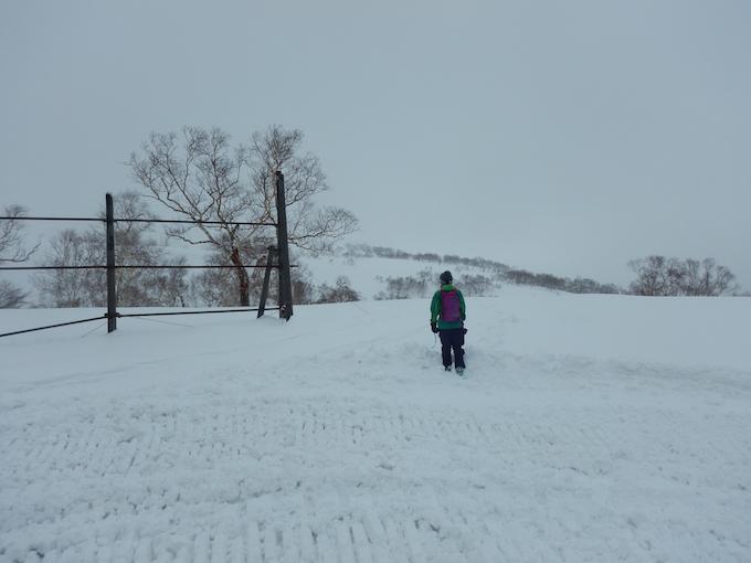 雪山を歩く