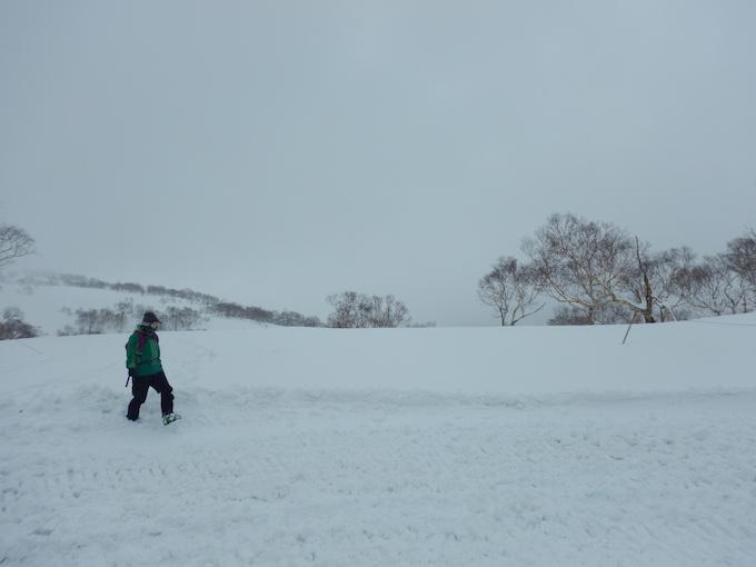 雪山を歩く2