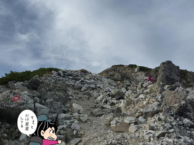 岩岩した場所を登る