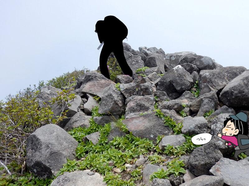 山頂近くのお釜の岩場