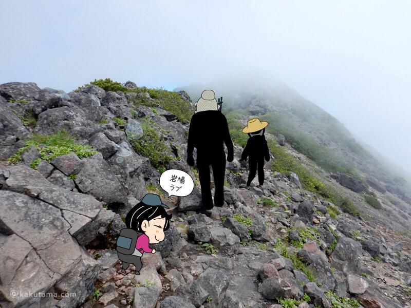 山頂近くのお釜の岩場2