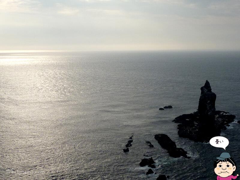 夕日の神威岬先端から見る神威岩