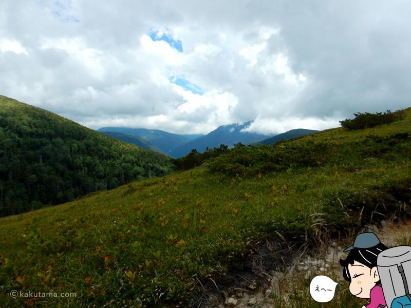 薬師峠方面から山並みを見る