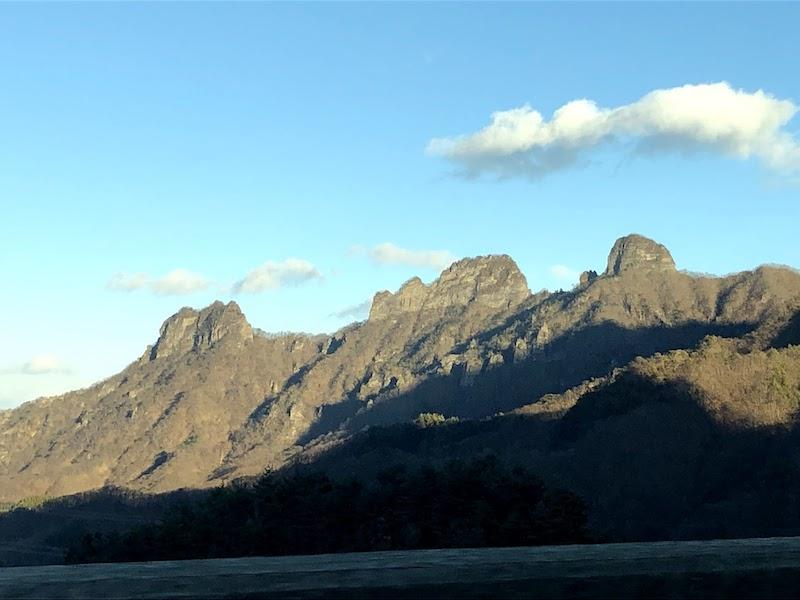 高速道路から見上げた妙義山