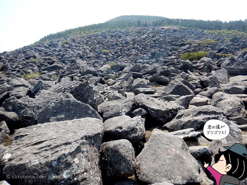大きい岩がゴロゴロしている編笠山