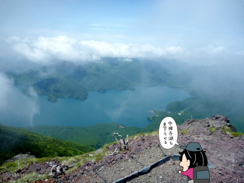 男体山山頂から中禅寺湖を見下ろす