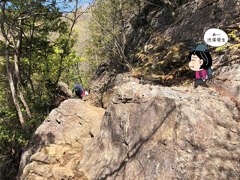岩場を上る