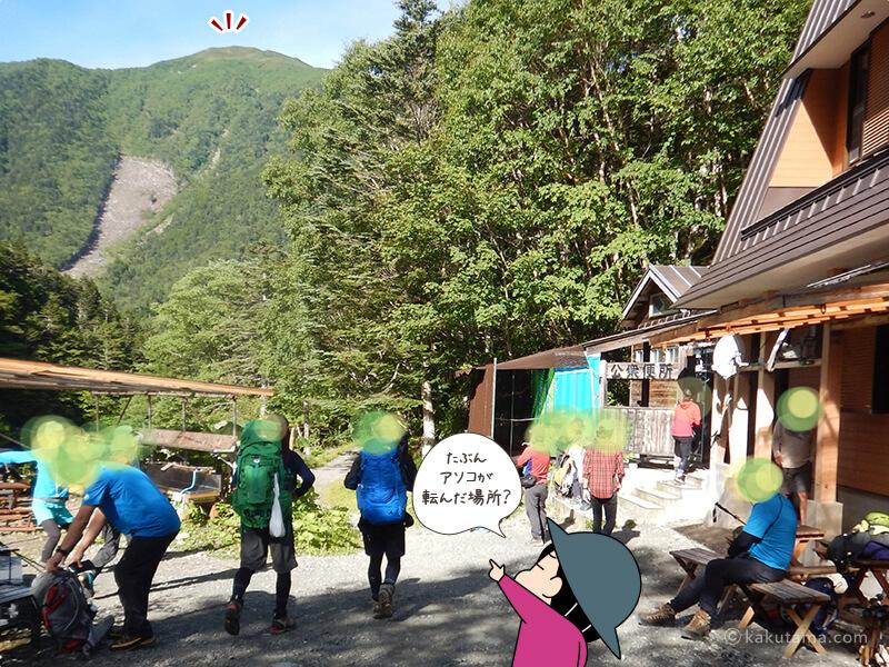 長衛小屋から小仙丈ヶ岳を見上げる