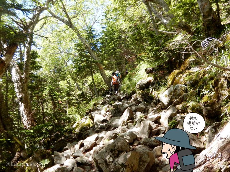 岩場の坂道を上る3