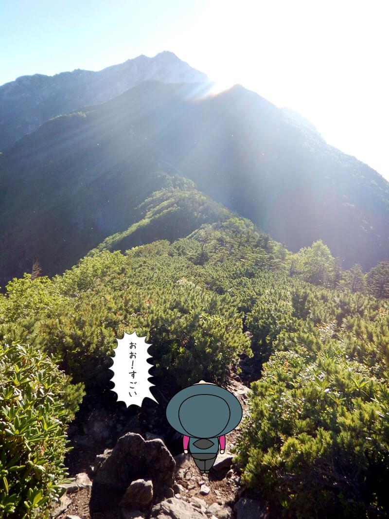 進行方向にい駒津峰と甲斐駒ケ岳