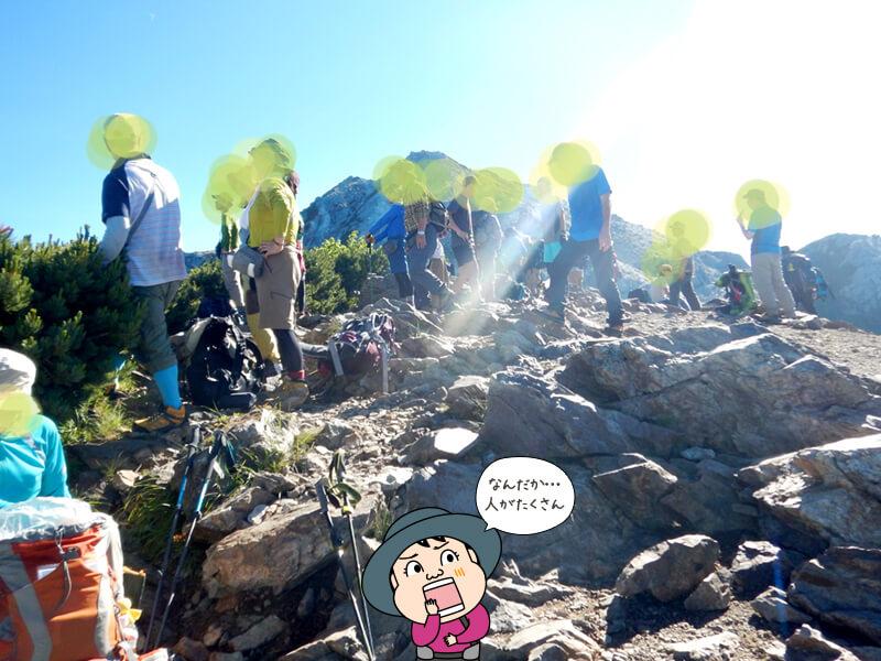 人で賑わう駒津峰