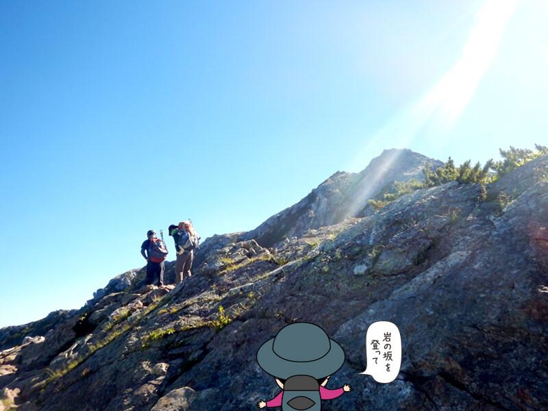 岩場の道が続く2