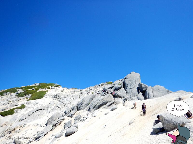 甲斐駒ケ岳山頂を見上げる2