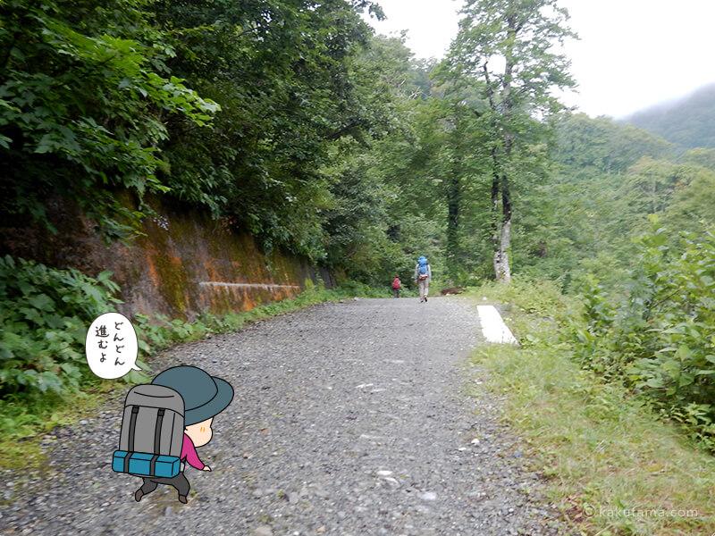 林道を進む2