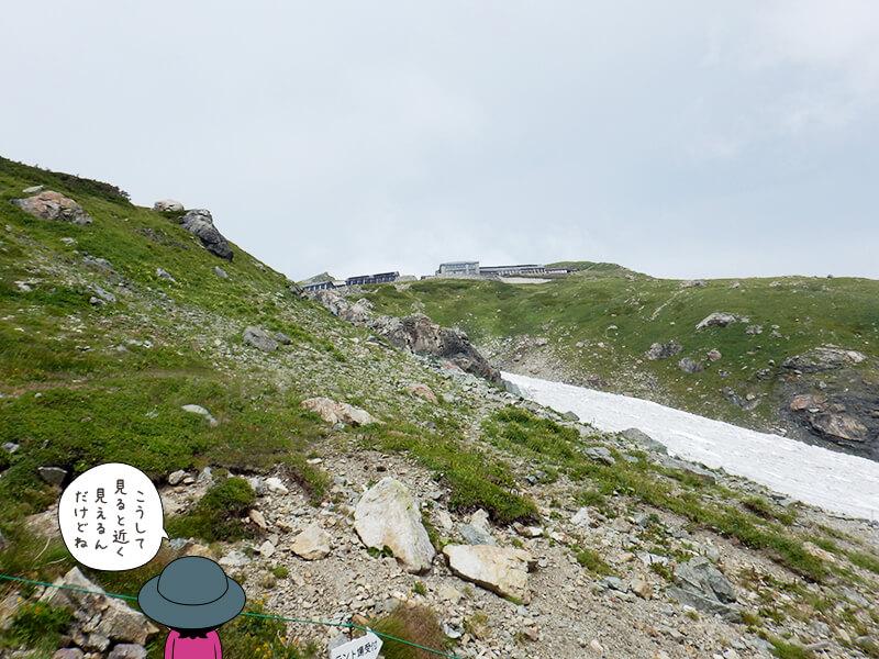 白馬頂上宿舎から白馬山荘を見る
