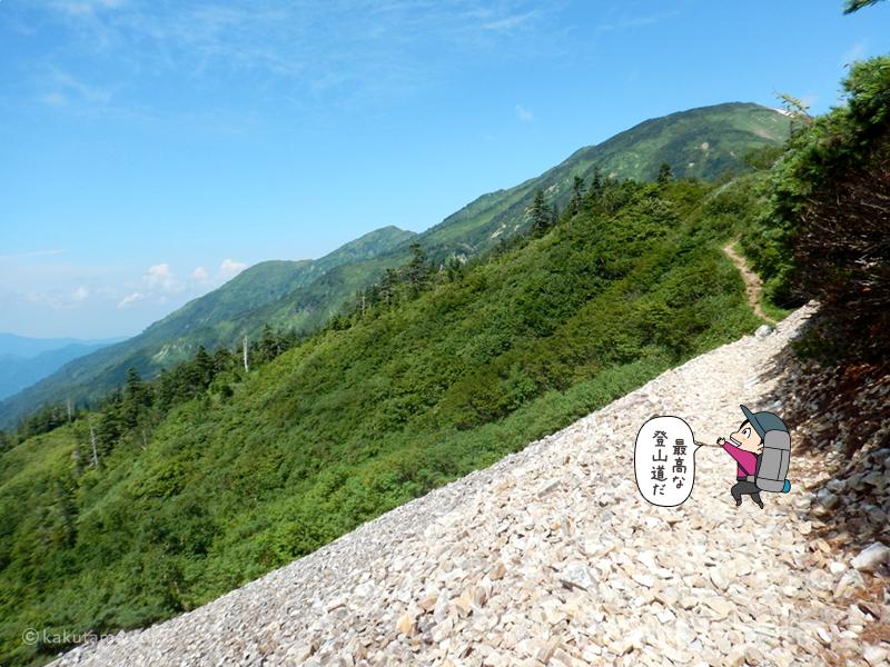 青空広がる登山道