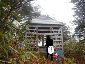 風吹岳山頂の東屋