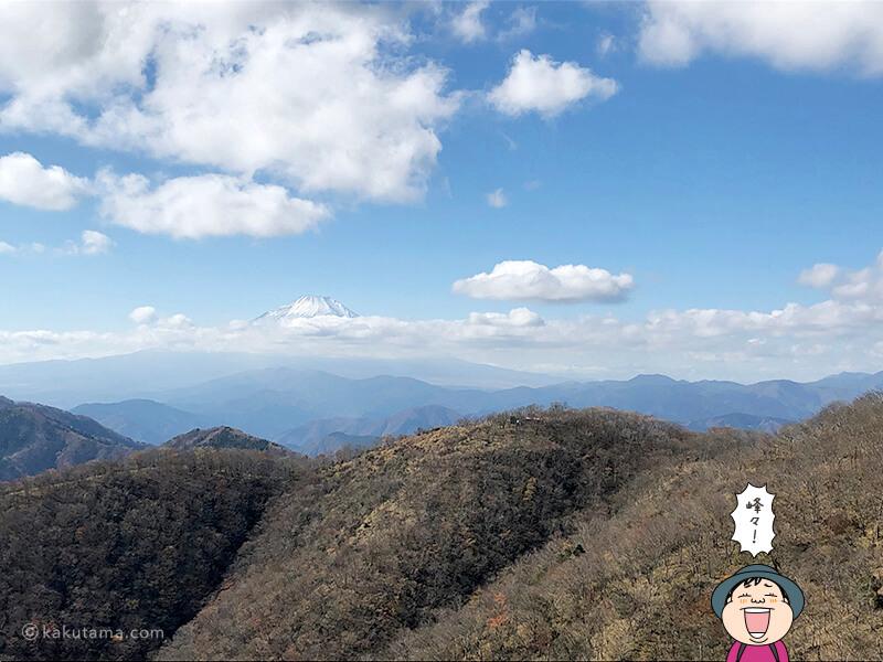 遠くの山々を見る