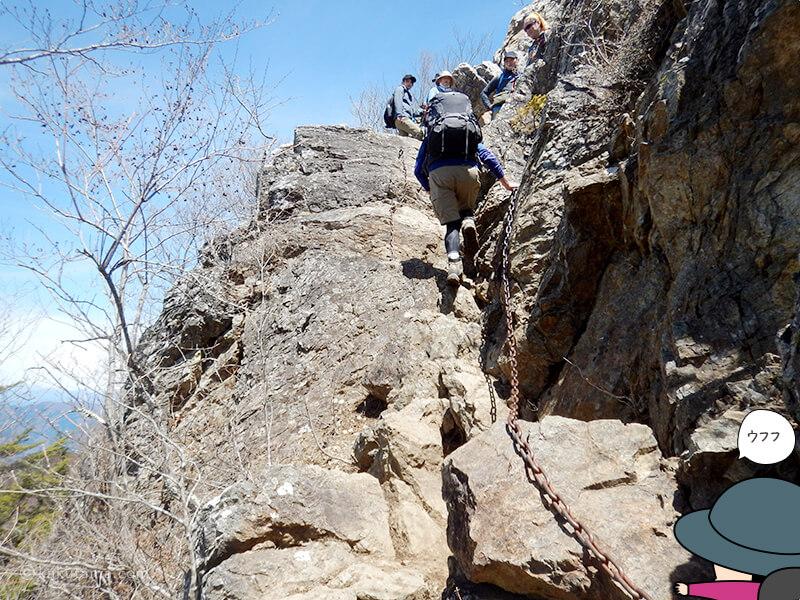 両神山山頂付近の岩場3
