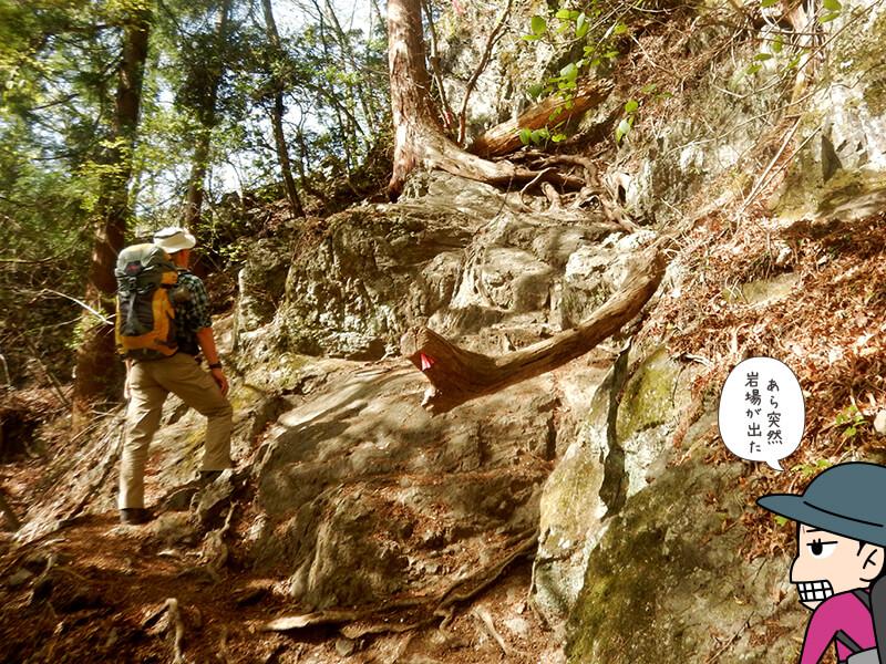 日向大谷の登山道の岩場