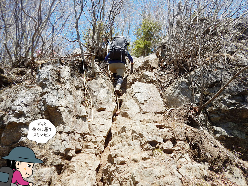 両神神社から山頂への岩場3