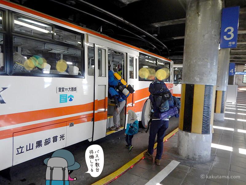 何台も来る電気バス