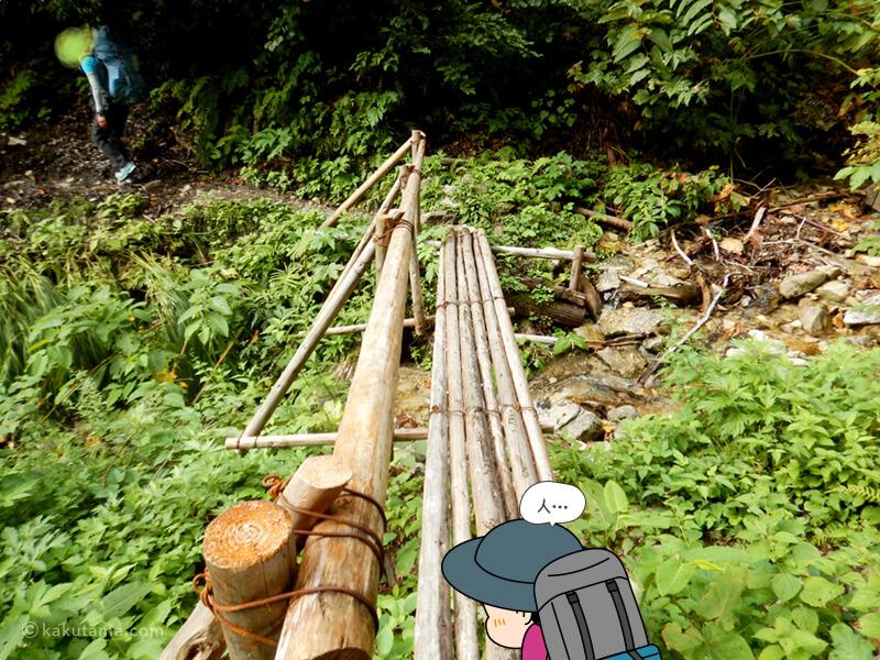 軟そうな橋を渡る