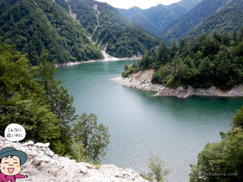 間近に見える黒部湖