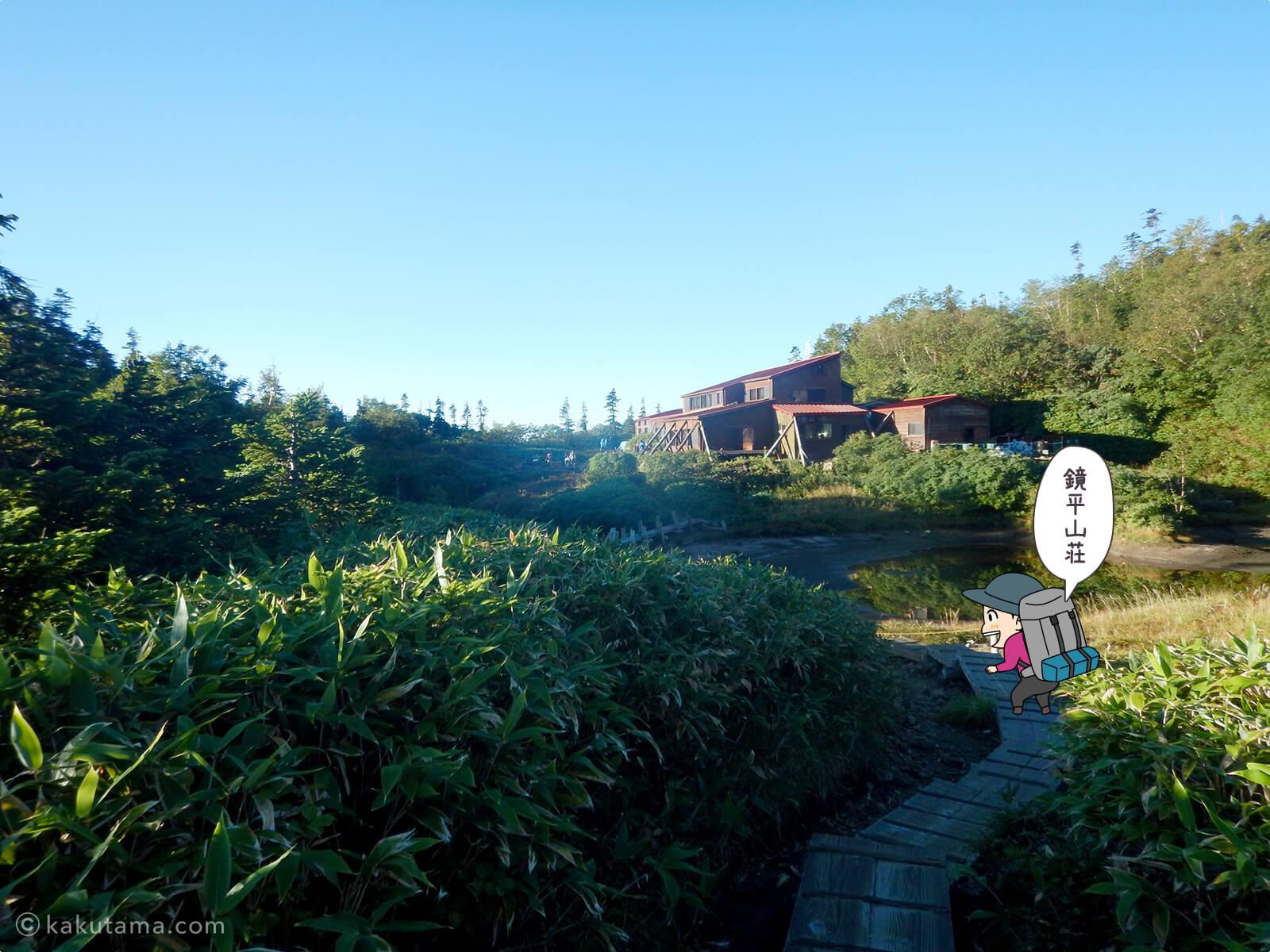 鏡平山荘が見えてきた